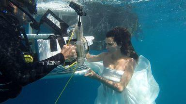 Fernanda Motta faz ensaio subaquático na Austrália - Confira os bastidores do ensaio fotográfico na grande barreira de corais (Austrália)