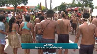 Em protesto, índios interditam trecho da BR-277, na Região de Curitiba - Grupo com cerca de 60 indígenas reivindica demarcação de terras.