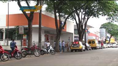 Moradores se assustam com ação da polícia em Paranavaí - Um funcionário do banco Itaú digitou a senha de segurança errada e a empresa de segurança chamou a Polícia Militar.