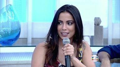 Anitta conta para Fátima que tem medo de fazer dívidas - Cantora revela que só faz compras quando pode pagar