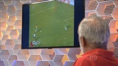 Júnior relembra único gol em Copas com a camisa da seleção brasileira contra a Argentina - Convidados relembram jogo da Copa de 1982.