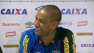"""Rodrigo fala do """"caldeirão"""" de São Januário, local do jogo contra o Corinthians - Capitão do time vestirá a camisa do Vasco pela 100ª vez."""