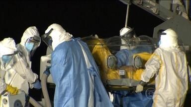 Homem com suspeita de ebola é transferido para o Rio de Janeiro - Ele estava em Belo Horizonte e foi transferido para o Rio em um avião da FAB. O homem está internado, em total isolamento, no Instituto Nacional de Infectologia Evandro Chagas.