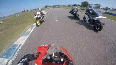 Em Movimento: aperitivo motovelocidade - Sábado (14) vamos de carona em uma das motos do Circuito Estadual de Motovelocidade.