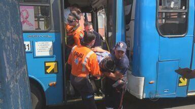 Motorista de ônibus passa mal e coliide contra outro ônibus em Campinas, SP - O acidente aconteceu nesta quinta-feira (12), no corredor de ônibus Amoreiras em Campinas (SP).
