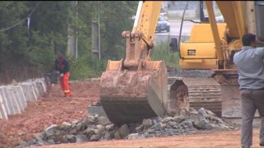 Após cinco anos, obra de duplicação da Rodovia da Uva continua não finalizada - A obra chegou a custar mais de 35 milhões de reais e está atrapalhando o caminho de motoristas e moradores da região.