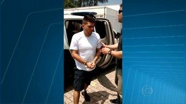 Traficante pede para acabar de comer antes de ser preso no Rio - Renan dos Reis estava em uma pizzaria quando foi levado pelos policiais.