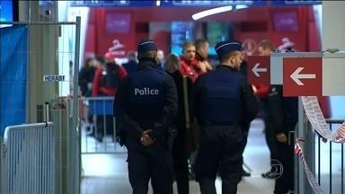 Bélgica estende estado de emergência contra o terror até esta segunda-feira (23) - País está parado por causa da caça a um dos terroristas que atacaram Paris. Polícia suspeita que ele possa estar a caminho da Alemanha.