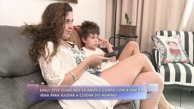 Lair Rennó mostra rotina de mãe que cria filho de 7 anos sem ajuda do pai - Emily conta com ajuda da mãe e irmã para ajudar a cuidar do menino