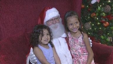 Crianças se encantam com a magia do natal, em Porto Velho - Reportagem mostra o que as crianças conversam com o papai noel.