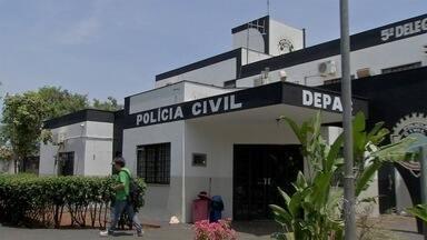Militar tenta fugir de blitz de trânsito e acaba atingido por tiro no pé em Campo Grande - Caso foi na tarde de domingo (22) na região do bairro Buriti. Jovem, de 19 anos, teria avançado com motocicleta na direção de policial, segundo boletim de ocorrência.