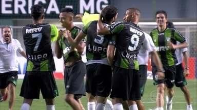 Jogadores e torcida do América-MG comemoram o acesso do time para a Série A - Depois de quatro anos jogando a Série B o time volta a Série B