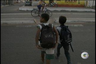 Faixas de pedestres apagadas preocupam quem anda pelas ruas de Petrolina, PE. - Faixas em algumas ruas movimentadas e até em frente de escolas se encontram mão sinalizadas.