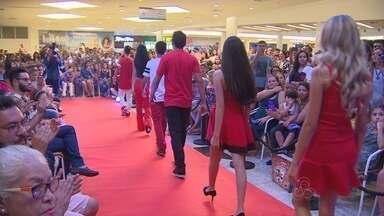 Crianças e adolescentes se formam em curso de modelo e manequim em Manaus - Desfile marcou a formatura de alunos neste fim de semana.