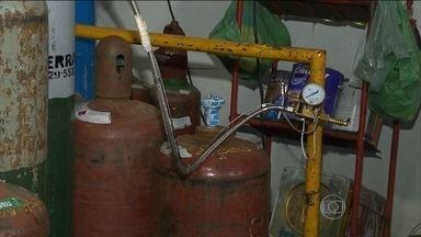 Oxigênio industrial era vendido para uso hospitalar no Paraná - Sete pessoas foram presas em uma operação contra a adulteração de oxigênio hospitalar no norte do Paraná. Segundo a polícia, três empresas vendiam oxigênio industrial, usado para soldas por exemplo, como se fosse para uso medicinal.