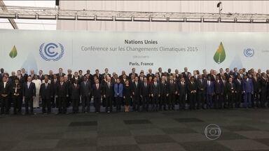 Representantes de 195 países se reúnem em Paris para a COP 21 - França montou esquema de segurança gigantesco para conferência. Presidente Dilma Rousseff participou do evento nesta segunda-feira (30).