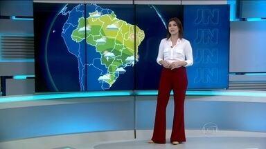 Previsão de chuva em grande parte do país nesta terça (1) - Chuva mais forte entre o Centro e o Sul do Espírito Santo e de Minas Gerais. Tempo firme em Belém. Mínima de 16ºC em São Paulo.