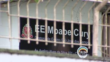 Escola é ocupada em Ubatuba - Alunos são contra a reestruturação da rede estadual proposta pelo governo de SP.