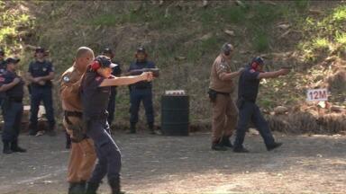 Guardas Municipais de Londrina poderão andar armados - A Polícia Federal já enviou à prefeitura 111 portes de armas letais aos guardas que passaram por treinamento.
