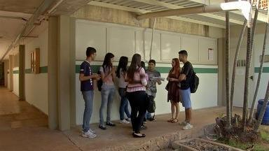 Alunos da área de saúde da UFMS denunciam falta de estrutura para aulas em laboratórios - Acadêmicos de sete cursos da área da saúde da Universidade Federal de Mato Grosso do Sul (UFMS) estão preocupados. Algumas disciplinas exigem aulas em laboratório e eles estão sem essa estrutura.