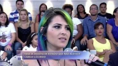 Taise mostra seu cabelo com as cores do arco-íris - Ela conta que desistiu de um estágio por causa do cabelo e hoje tem um canal de vídeos com mais de 60 mil inscritos