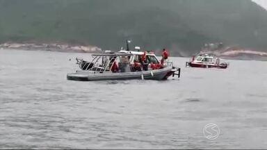 Continuam as buscas por desaparecidos em naufrágio em Angra dos Reis, RJ - Cinco dos 13 envolvidos no acidente ainda não foram encontrados; na tarde de terça-feira (1º), embarcação foi encontrada no fundo mar.