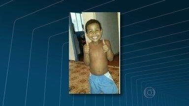 Filho do coreógrafo da Beija-Flor está desparecido - O filho de Claudio Armani, Kaike Bruno, sumiu na última segunda-feira (30), na Vila Cruzeiro. O menino, de cinco anos, pulou o muro de casa para brincar enquanto a avó cuidava da irmã dele. Ele vestia short azul e estava descalço e sem camisa.
