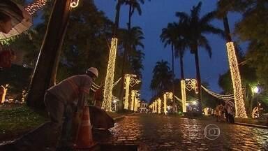Tradicional iluminação de Natal da Praça da Liberdade será inaugurada nesta quinta-feira - Na noite desta quarta-feira, um teste revelou como será a decoração de uma das principais praças de Belo Horizonte para este Natal.