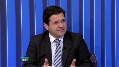 Combate ao mosquito vai envolver Exército e Igreja Católica, diz prefeito do Recife - Geraldo Julio comentou as ações da prefeitura na luta contra a epidemia
