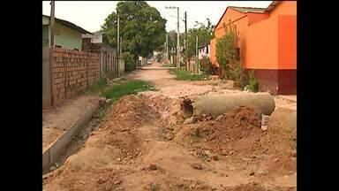 Em Santarém, moradores do bairro Nova República sofrem com a falta de água - Moradores precisam sair de casa e carregar água para consumo.