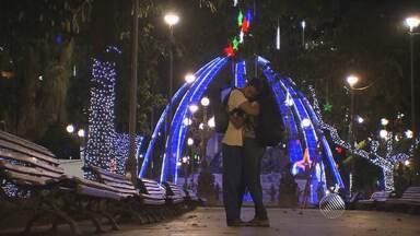 Natal: Decoração de Salvador é inaugurada nesta quinta (3) - Trinta e oito espaços ganharam luzes e ficaram mais alegres e coloridos.