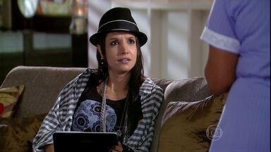 Inês desconfia do comportamento de Cadore - A empregada da família faz fofoca para a filha de Melissa