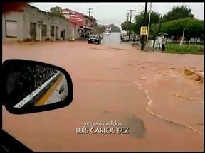 Telespectadores enviam registros da chuva - Em Barão de Cotegipe, RS, o rio que atravessa a cidade transbordou.