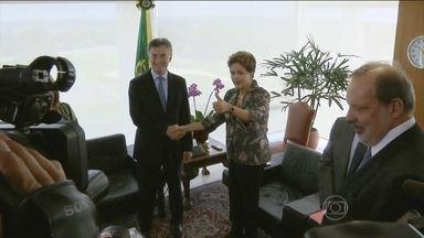 Venezuela é tema central da conversa entre Dilma Rousseff e Maurício Macri - A Venezuela esteve no centro da conversa entre a presidente Dilma Rousseff e o presidente eleito da Argentina, Maurício Macri, que pretende pedir a suspensão dos venezuelanos do Mercosul por desrespeito à cláusula democrática.