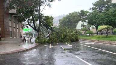 Chuva forte e queda de granizo são registrados no ES - A chuva deixou muitos estragos na Grande Vitória e no interior.