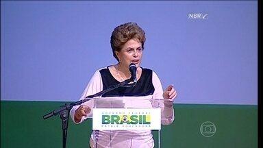 Dilma Rousseff diz o que pedido de impeachment é um golpe - Além de dar entrevista, a presidente Dilma também discursou mais no começo da noite em um evento nacional de assistência social. Logo que chegou ela foi aplaudida e falou sobre o pedido de impeachment. Ela tratou do assunto como golpe.