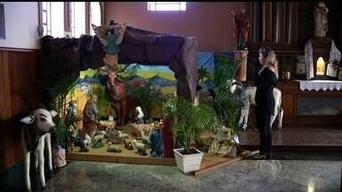 Famílias começam a montar presépios em casa para preparar para o Natal, em Luziânia - Entre as tradições na hora de se montar, está o fato de só colocar a figura de Jesus no dia 25, data de seu nascimento.
