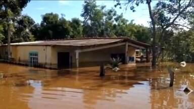 Chuva deixa 14 cidades em situação de emergência em Mato Grosso do Sul - Rio Apa já subiu nove metros acima do nível e invadiu casas na região, na fronteira com o Paraguai.