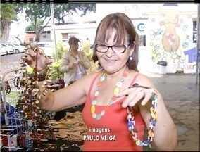 Bazar em Campos, RJ, oferece opções de presentes de Natal com preço acessível - Peças são exclusivas.