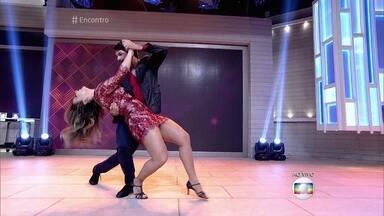 Vivianne Araújo e Marcelo Grangeiro dançam ao som do ImaginaSamba - Grupo canta sucesso 'Escondidinho'