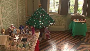 Presépios e árvores de Natal estão expostas na Mansão Villa Hilda - Exposição faz parte da programação de Natal de Ponta Grossa