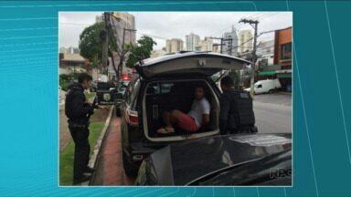 Polícia prende quadrilha que explodia caixas eletrônicos e roubava carros no Paraná - Na região de Londrina o Denarc prendeu duas pessoas.