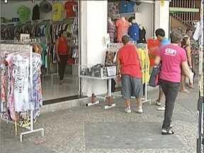 Fim do ano se aproxima e, com ele, expectativas dos comerciantes sobre as vendas - Pesquisa do Sindicato do Comércio apontou que maioria das pessoas pretende comprar à vista.