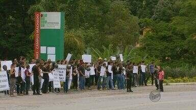 Estudantes protestam e pedem melhorias na MG-179, em Machado (MG) - Estudantes protestam e pedem melhorias na MG-179, em Machado (MG)