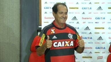 Muricy Ramalho é anunciado como novo técnico do Flamengo - Após ser reeleito como presidente do Flamengo, Eduardo Bandeira de Melo anunciou Muricy Ramalho como o novo técnico do Flamengo. O treinador assinou um contrato de dois anos com o clube.
