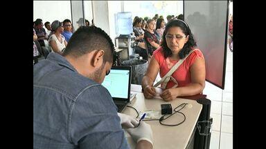 Cartório eleitoral de Santarém teve atendimento no feriado - Eleitores formaram fila em frente ao cartório para fazer biometria.
