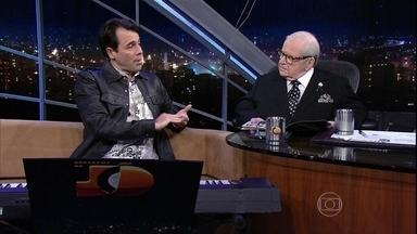 Programa do Jô - Programa de Terça-feira, 08/12/2015, na íntegra - O apresentador recebe famosos e anônimos em entrevistas e musicais nas noites da Globo.