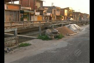 No bairro de Canudos, canal continua a estrutura sem manutenção pela Prefeitura - No último mês de agosto, uma criança morreu após cair no canal da avenida Gentil Bittencourt.