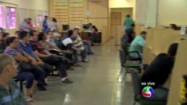 Filas no Detran de Cuiabá estão longas após volta dos servidores - Filas no Detran de Cuiabá estão longas após volta dos servidores