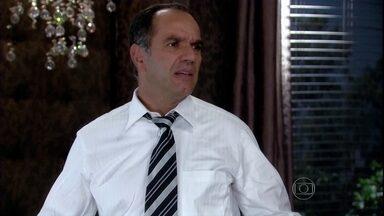 Ramiro se irrita com a futilidade de Melissa - A madame se preocupa com sua pele e grita com Sheila após ver Tarso em crise